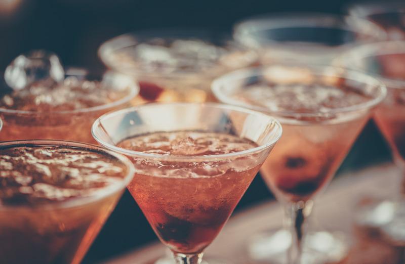 ¿Es cierto que tomando unas copas hablamos mejor inglés?